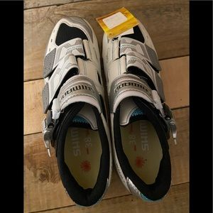 Shimano clip on shoes: outdoor biking/spin